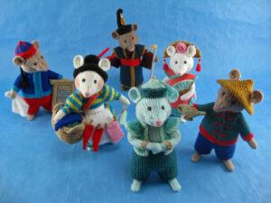Aladdin Pantomice knitted toys